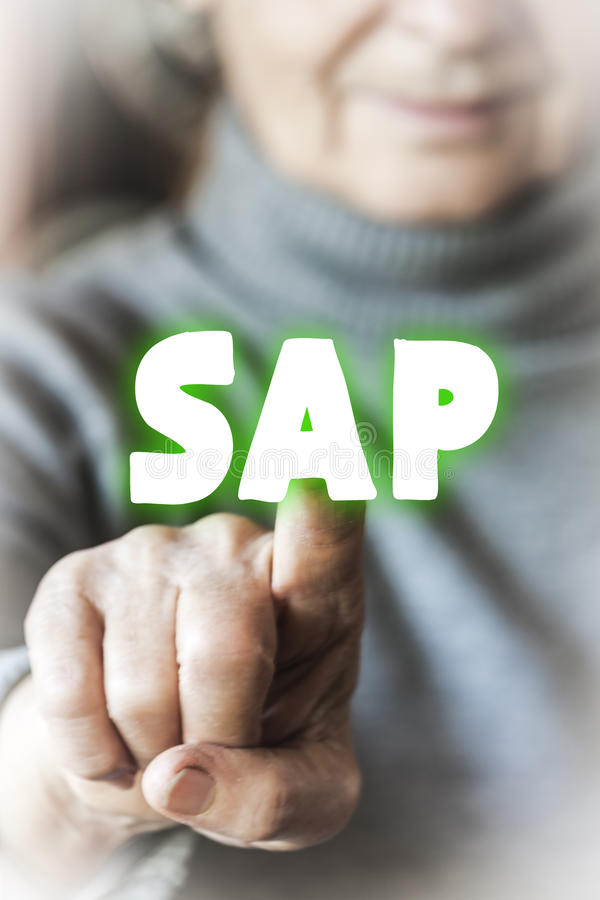 Frau wählt SAP vor lizenzfreies stockfoto