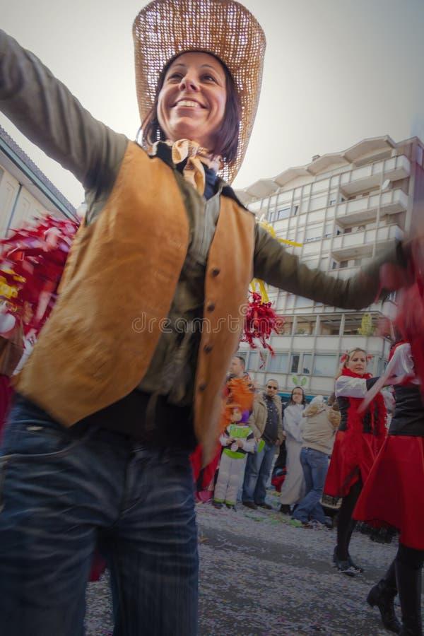 Frau während der Karnevalsparade stockfotografie