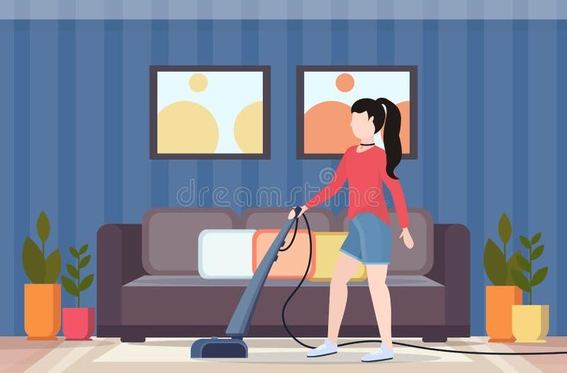 Frau, welche die Staubsaugerhausfrau tut den modernen Wohnzimmerinnenraum des Hausarbeitbodensorgfaltkonzeptes flach in voller Lä lizenzfreie abbildung