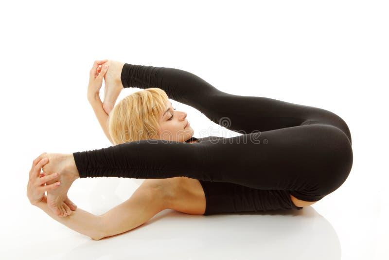 Frau Yogi in der Yogahaltung auf Weiß stockfoto