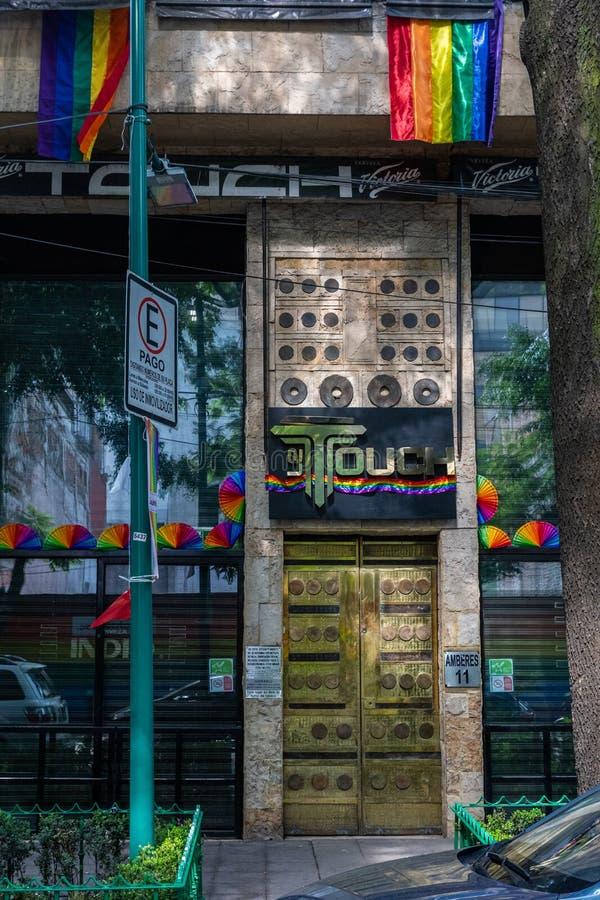 Fraudes com bandeira do Orgulho LGBTQ na Cidade do México, México imagens de stock royalty free