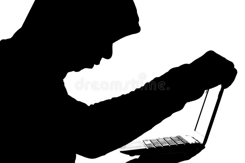 Fraudster som öppnar en bärbar dator för att få tillträde till information och finans royaltyfri fotografi
