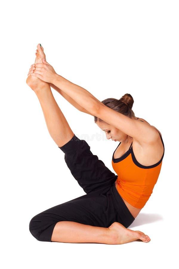 Frauen-übende Yoga-Reiher-Haltung stockfotografie