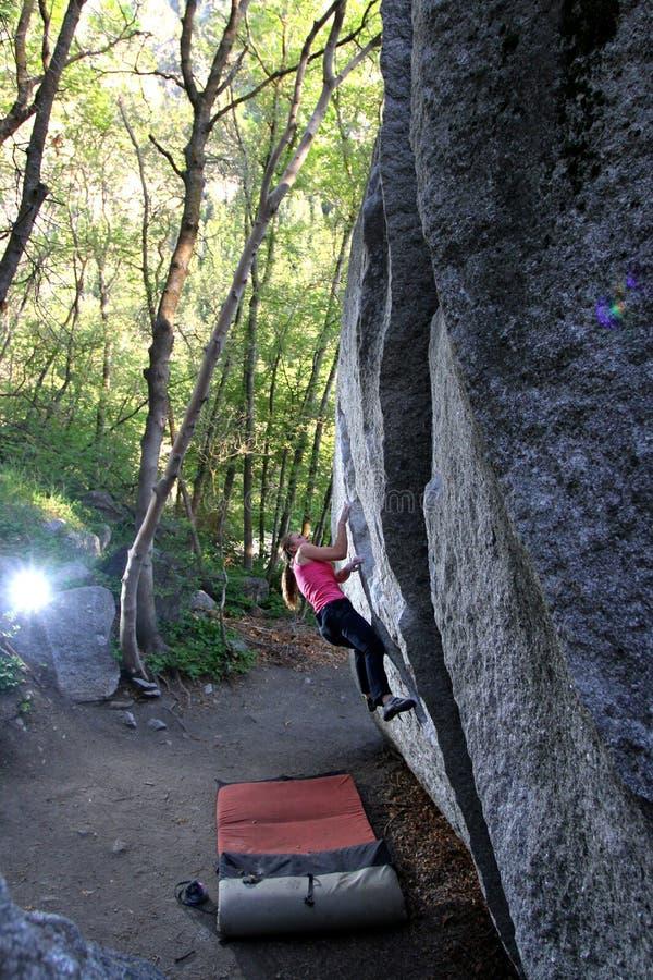 Frauen-Bergsteiger stockfotografie
