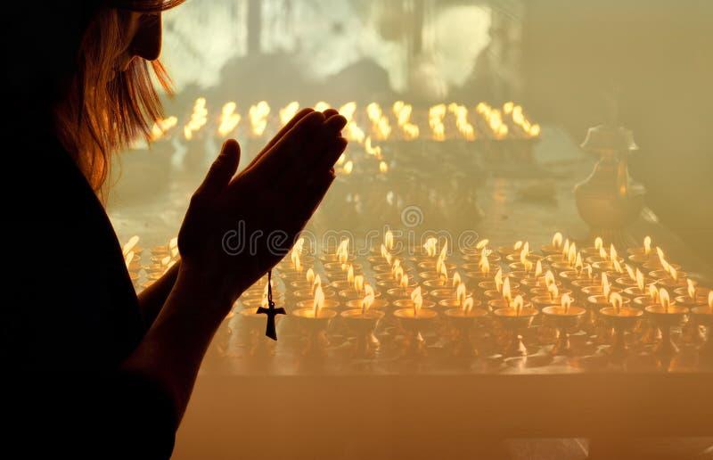 Frauen-Beten lizenzfreie stockbilder