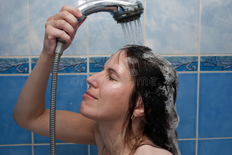 Frauen in der Dusche stockfoto