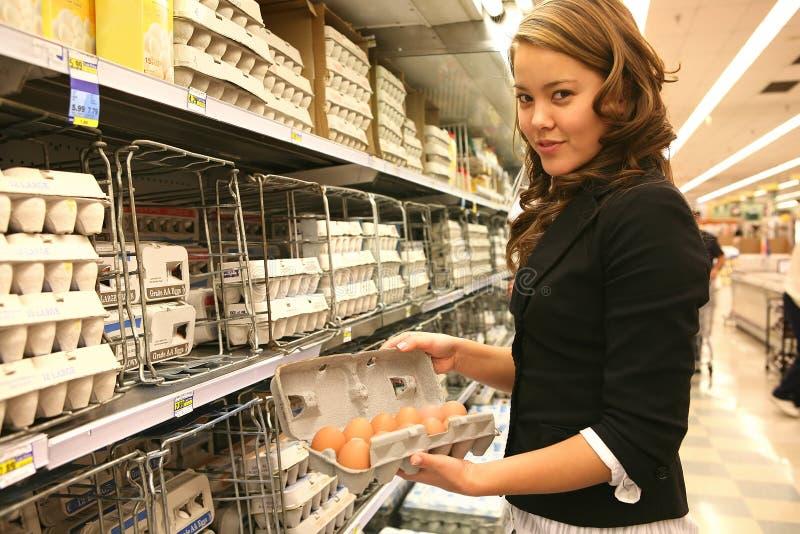 Frauen-Einkaufen stockfotografie