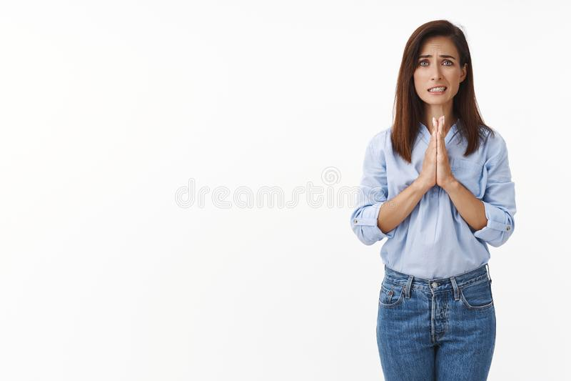 Frauen fühlen sich gebraucht, bitten um Hilfe, bitten um Rat, bitte halten Sie die Hände beten, bitten, entschuldigen Sie, machen stockfotografie