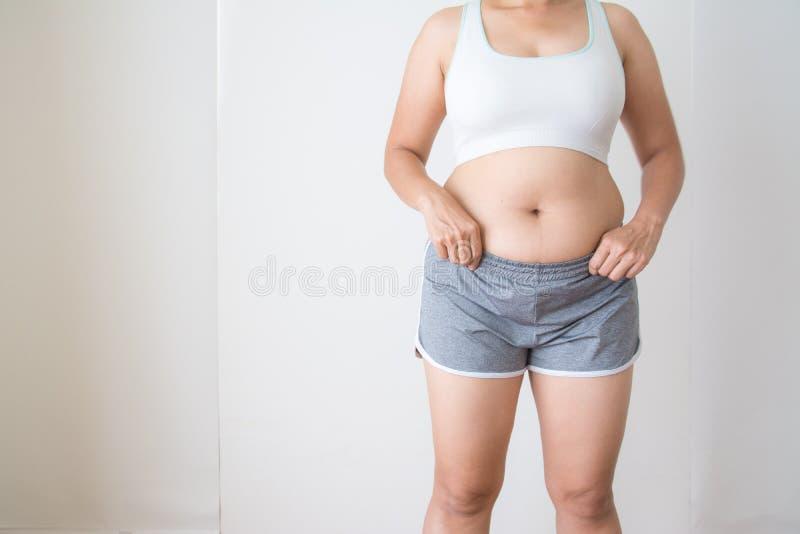 Frauen fett mit Bauchfett lizenzfreie stockfotografie