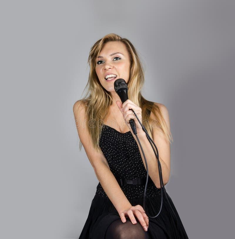 Frauen-Gesang stockbild