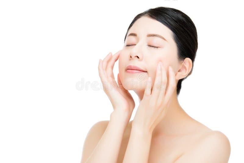 Frauen-Gesichtsabschluß der schönen Schönheit asiatischer oben auf weißem Hintergrund stockfoto
