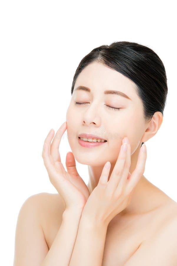 Frauen-Gesichtsabschluß der schönen Schönheit asiatischer oben auf weißem Hintergrund stockfotos