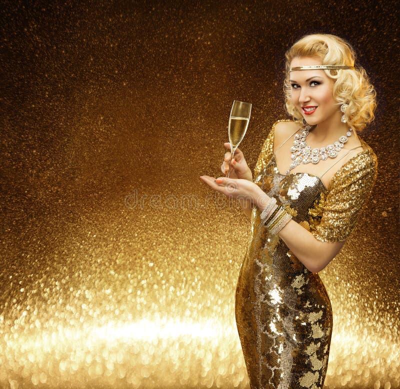 Frauen-Gold, Promi Dame Champagne Glass, goldenes Mode-Modell lizenzfreie stockbilder