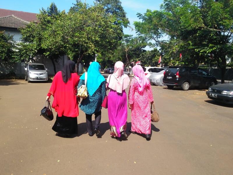 Frauen in Hijab lizenzfreie stockfotos