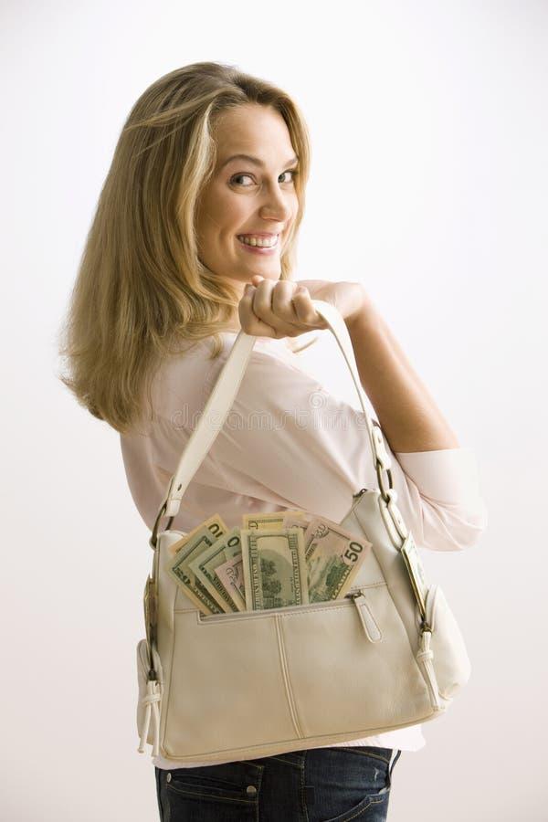 Frauen-Holding-Bargeld gefüllter Fonds lizenzfreie stockfotos