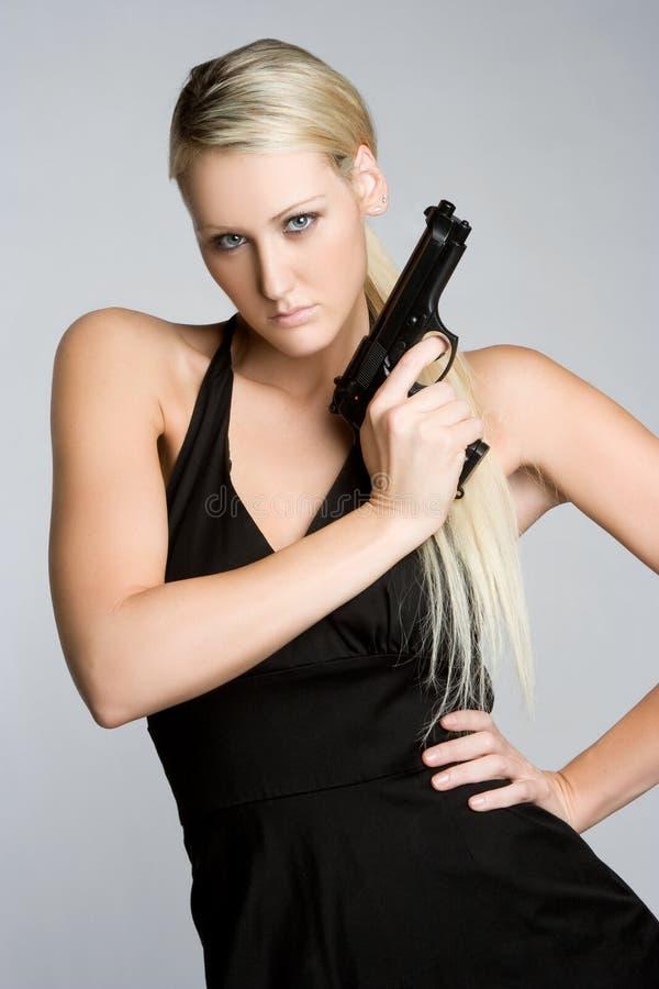 Frauen-Holding-Gewehr stockbild