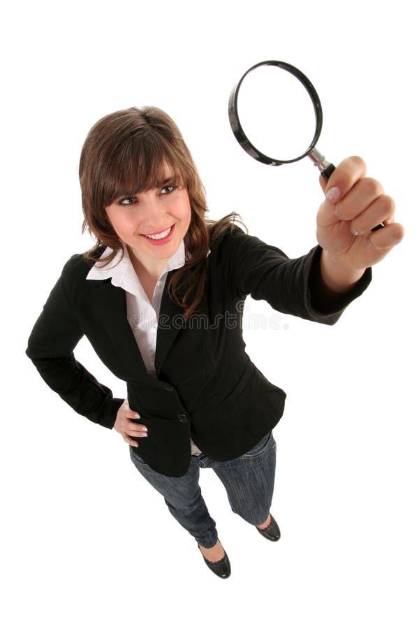 Frauen-Holding-Vergrößerungsglas lizenzfreies stockfoto