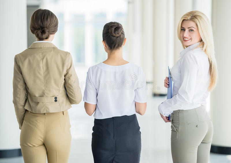 Frauen im Geschäft stockbilder