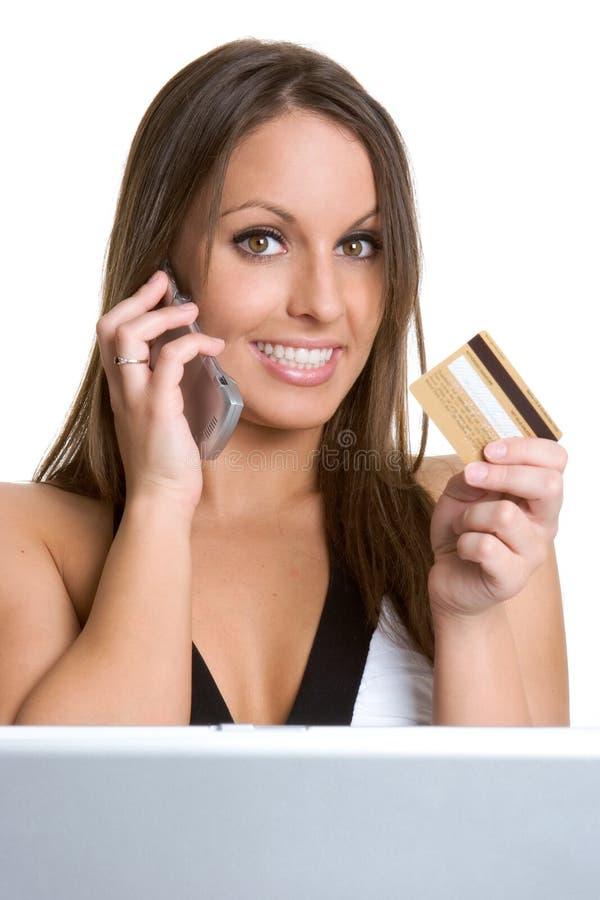 Frauen-Internet-Einkaufen lizenzfreie stockfotos
