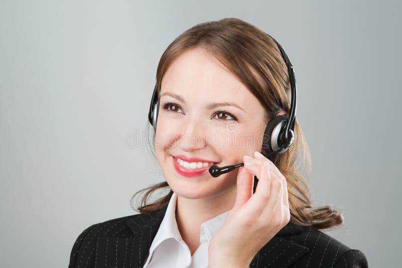 Frauen-Kundenkontaktcenterangestellter stockfotos