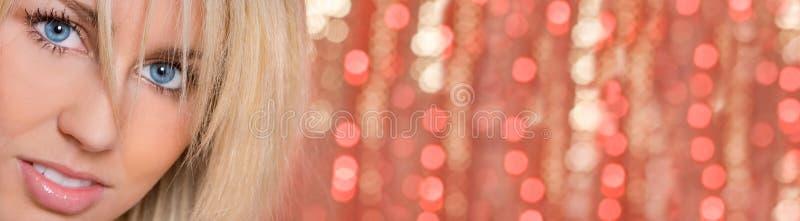 Frauen-Mädchen-Blau-Augen Bokeh-Licht-Hintergrund-Panorama lizenzfreie stockfotografie