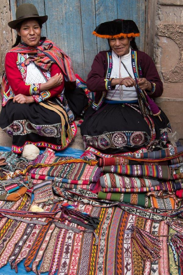 Frauen am Markt lizenzfreies stockbild