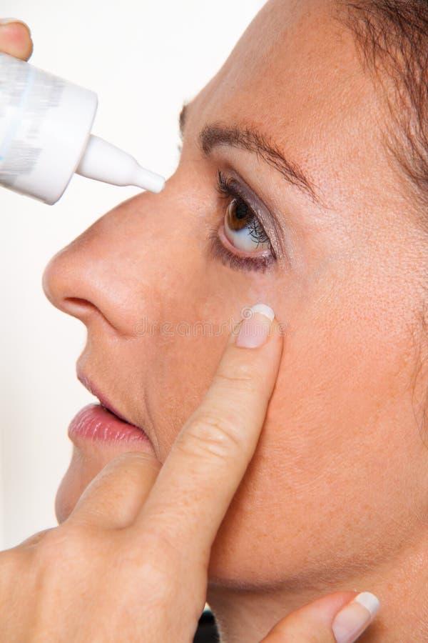 Frauen mit Allergien lizenzfreie stockfotos