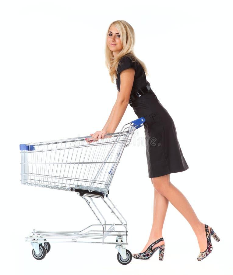 Frauen mit Einkaufskorb über Weiß lizenzfreie stockfotos