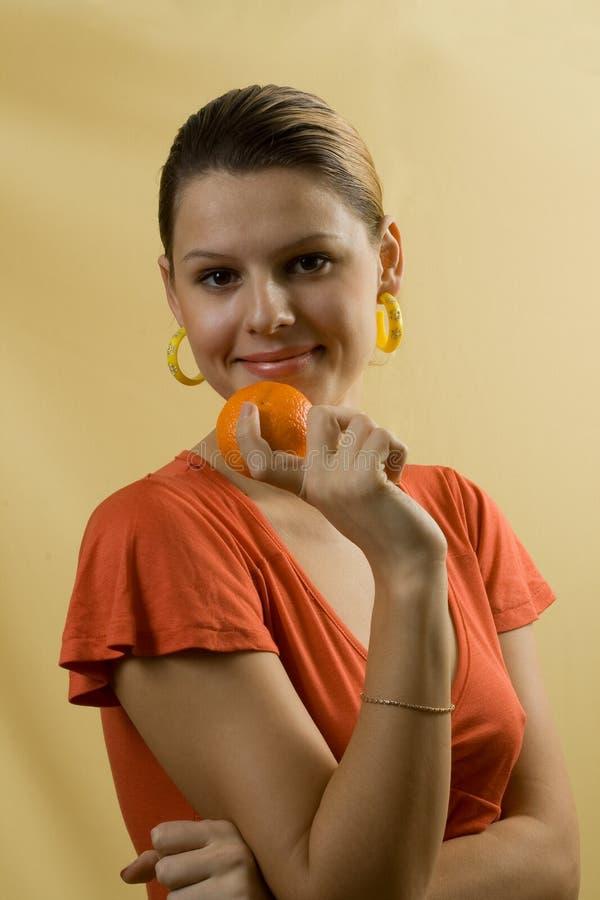 Frauen mit Orange lizenzfreies stockbild