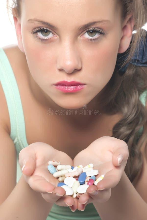 Frauen mit Tabletten in der Hand. Nahaufnahme. lizenzfreies stockfoto
