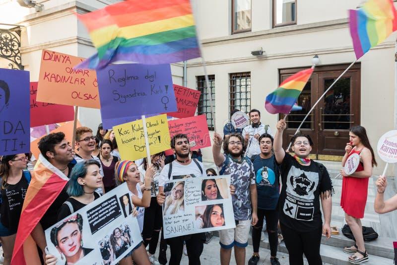 Frauen-Protestierender sammeln in kadikoy, Istanbul, die Türkei stockbilder