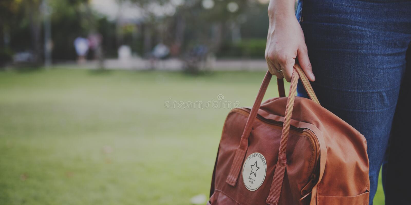 Frauen-Reise Bagpacker-Wochenende entspannen sich Konzept stockbilder