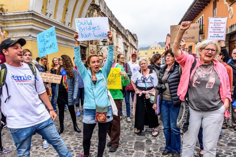 Frauen ` s März, Antigua, Guatemala stockfotos