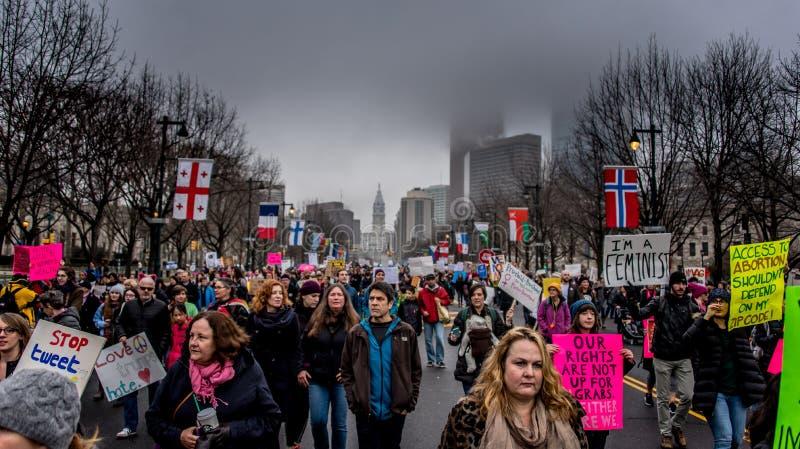 Frauen ` s März, Philadelphia, übersehende felsige Schritte stockfotografie