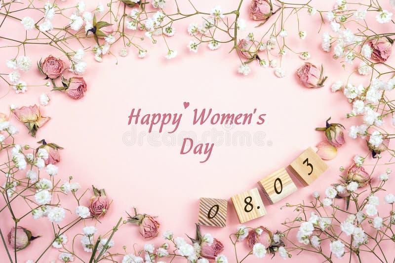 Frauen ` s Tagesgrußmitteilung mit Blumenrahmen und Datum flaches La stockfoto