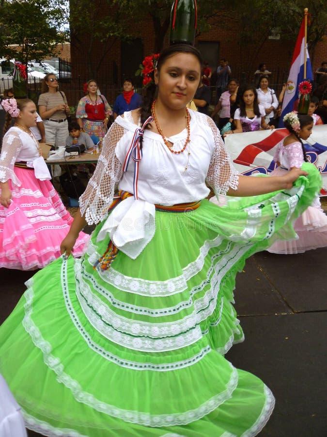 Frauen-Tänzer von Paraguay stockfotografie