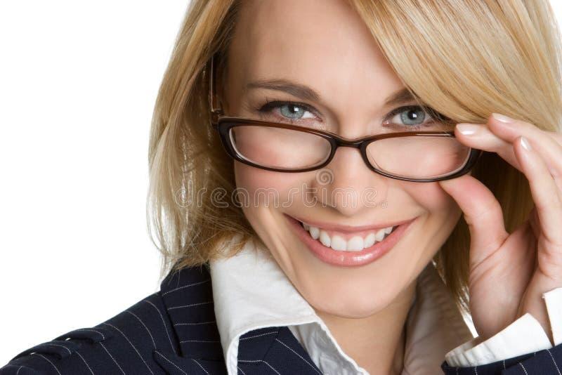 Frauen-tragende Gläser stockfoto