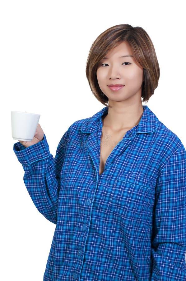 Frauen-trinkender Kaffee lizenzfreie stockbilder