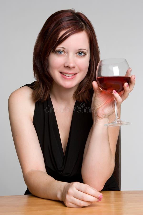 Frauen-trinkender Wein lizenzfreie stockfotografie