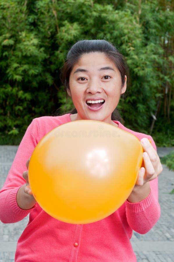 Frauen und Ballon lizenzfreies stockfoto