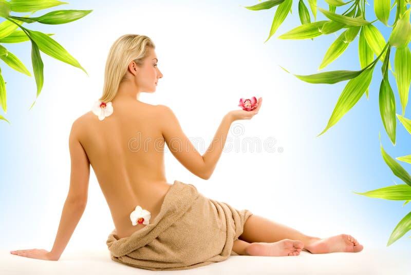 Frauen- und Bambusblätter stockbilder