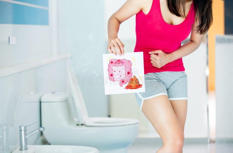 Frauenanschlagtafel über Darm lizenzfreie stockfotografie