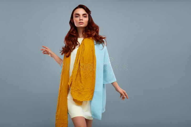 Frauenart Schöne Mode-Modell-Girl In Fashionable-Kleidung lizenzfreies stockfoto