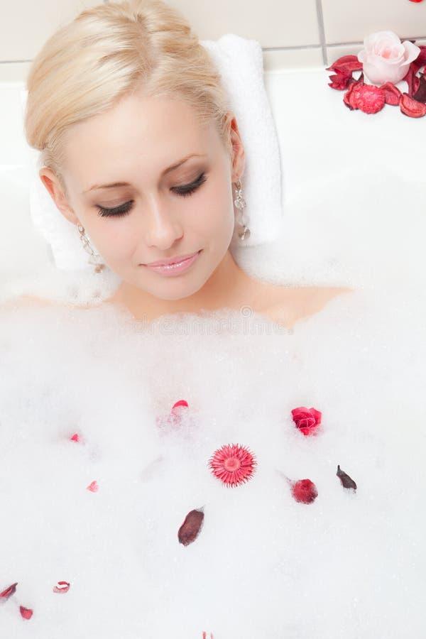 Download Frauenbaden stockbild. Bild von reizvoll, luftblase, weiß - 12201303