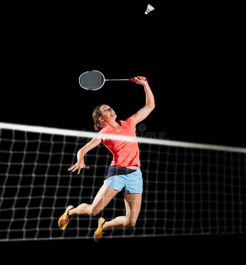 Frauenbadmintonspieler lokalisiert mit Nettoversion lizenzfreies stockfoto