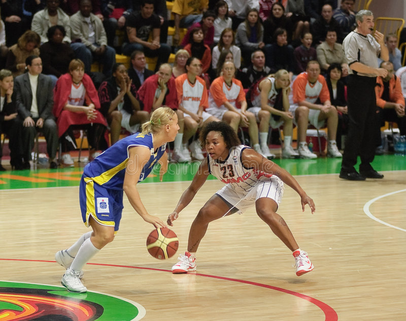 Frauenbasketball Euroleague stockfotos