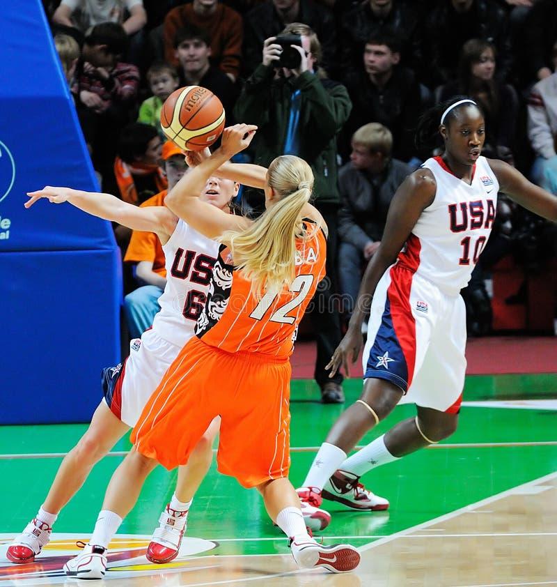 Frauenbasketball. UGMK gegen USA stockfotografie