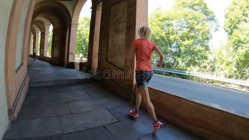 Frauenbetrieb im sportwear lizenzfreies stockbild
