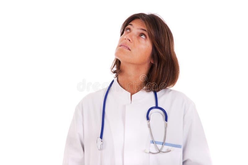Frauendoktor, der oben schaut lizenzfreies stockfoto