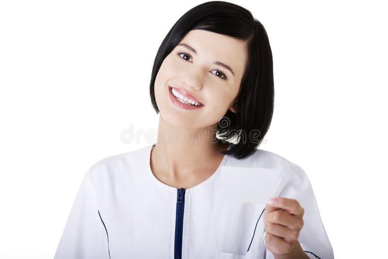 Download Frauendoktor- Oder -krankenschwesterholding-Visitenkarte Stockbild - Bild von advertise, karte: 27729661
